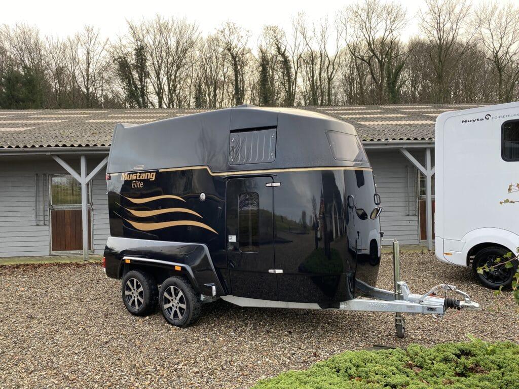 Mustang Elite hestetrailer sortmetal -